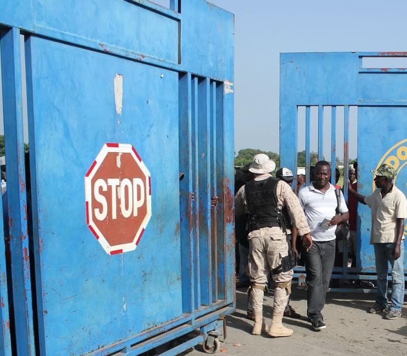 La frontière de Malpasse bloquée par des camionneurs de Fond Parisien