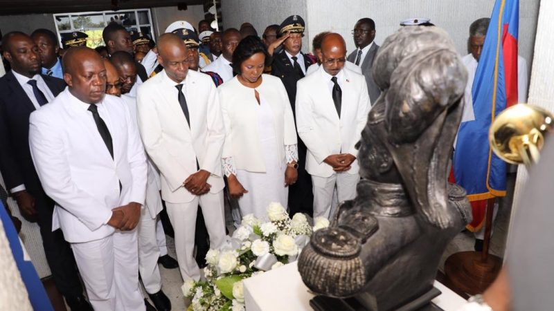 Jovenel Moïse a déposé une gerbe de fleurs, ce jeudi au (MUPANAH), à la mémoire de Jean Jacques Dessalines